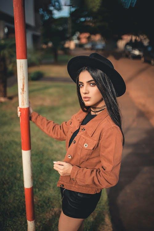 a l'aire lliure, adolescent, barret