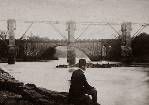 Ilmainen kuvapankkikuva tunnisteilla aikuinen, asu, joen ranta, joki