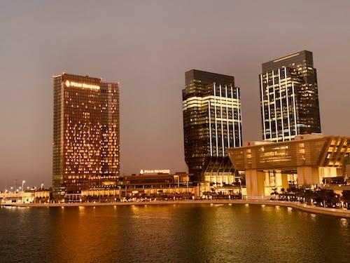 Gratis arkivbilde med bygning, de forente arabiske emirater, havutsikt, lys