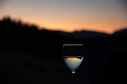 Foto d'estoc gratuïta de beguda alcohòlica, bonic capvespre, capvespre, copa de vi