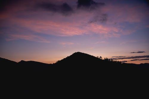 Foto d'estoc gratuïta de bonic capvespre, capvespre, muntanyes