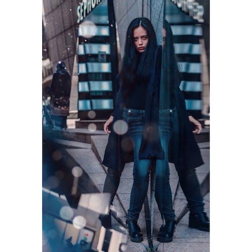 Безкоштовне стокове фото на тему «азіатська жінка, азіатська людина, великий план, верхній одяг»
