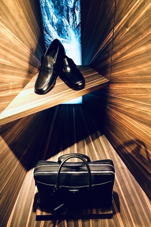 Gratis arkivbilde med butikk, mote, prada, sko