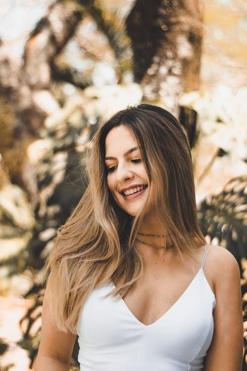 Foto d'estoc gratuïta de a l'aire lliure, bellesa, bonic, cabell