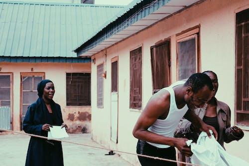 アフリカ, ナイジェリア, 友達, 夕方の無料の写真素材