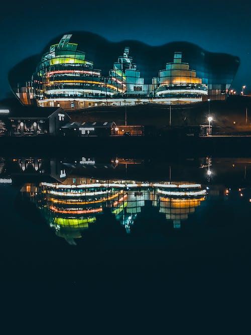 Foto d'estoc gratuïta de a l'aire lliure, aigua, arquitectura, ciutat