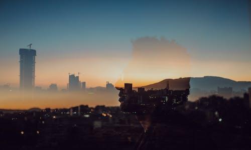 Immagine gratuita di alba, architettura, cielo di sera, città