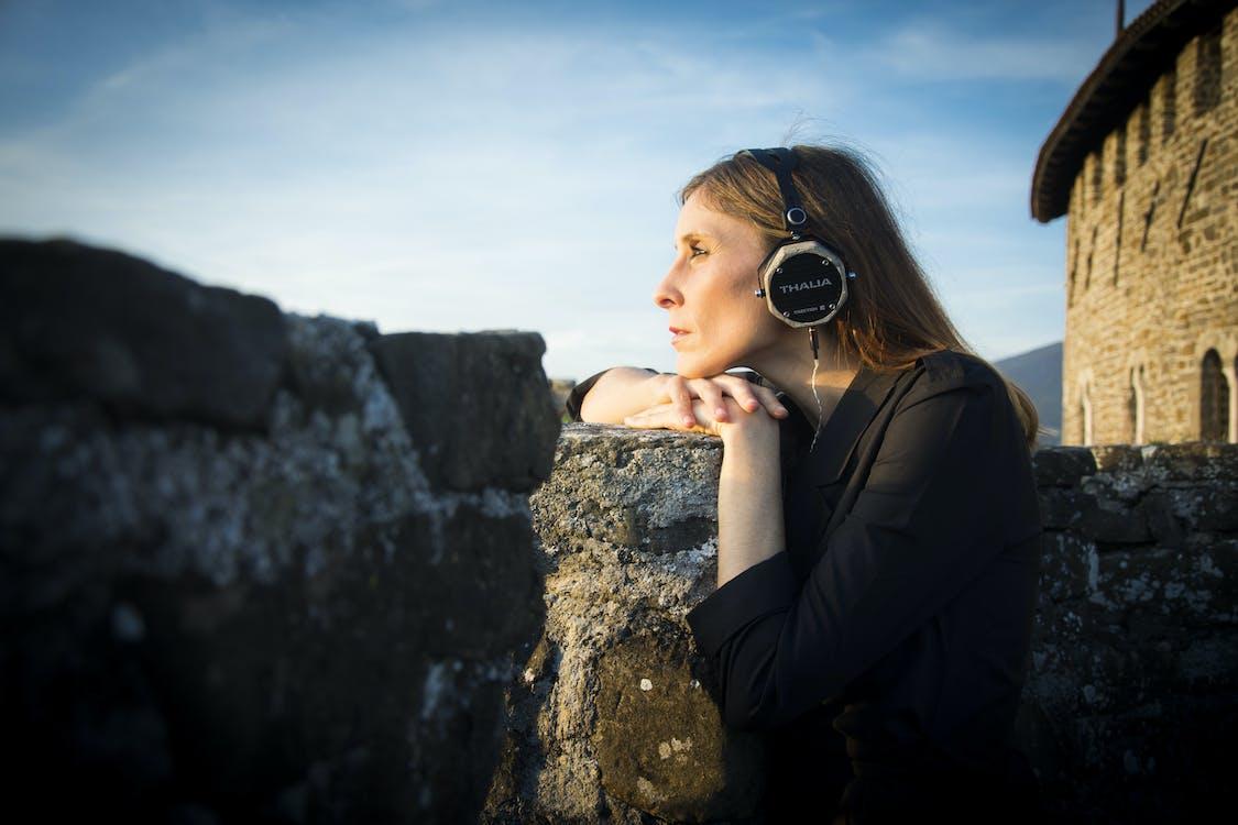 hörlurar, kvinna, ljud