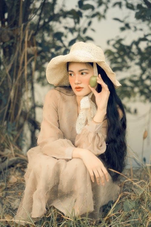 Ingyenes stockfotó arckifejezés, csinos nő, divat, elnéz témában