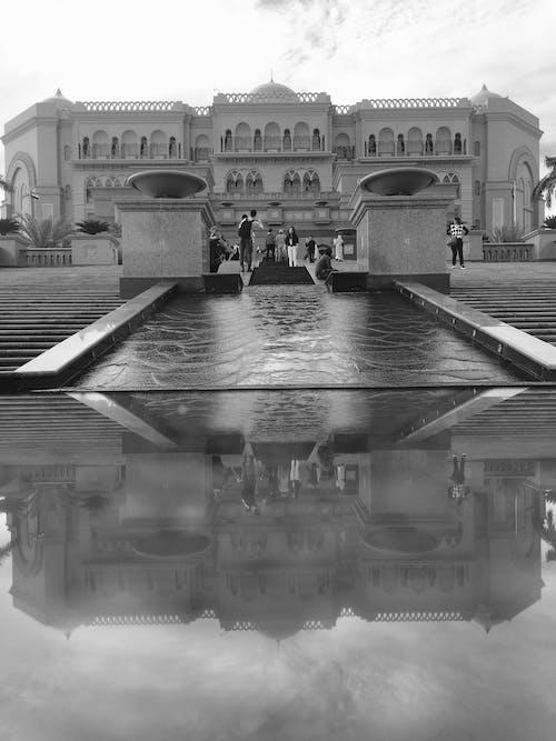 Безкоштовне стокове фото на тему «відображення, палац, чорно-білий»