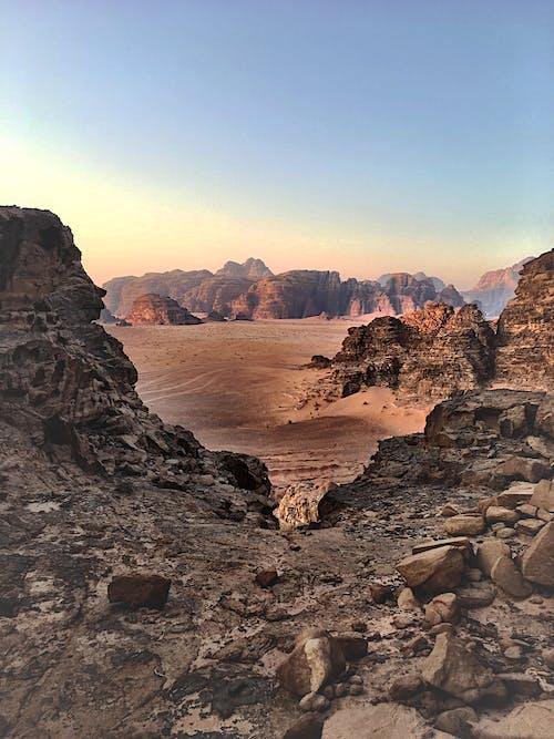 골짜기, 모래, 바위, 사막의 무료 스톡 사진