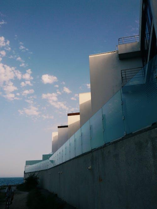 #binalar, #deniz, #gökyüzü, #mavi içeren Ücretsiz stok fotoğraf