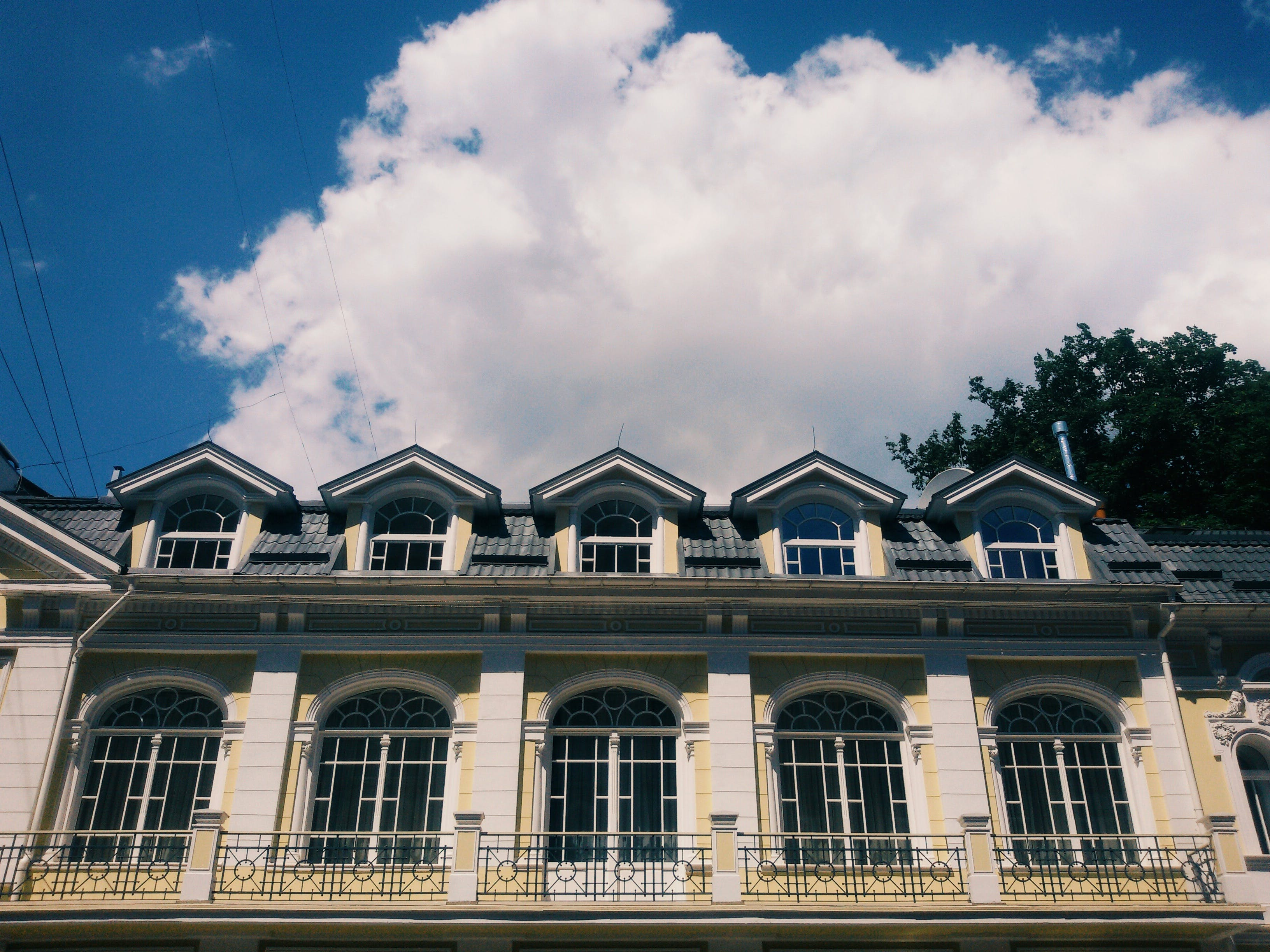 Free stock photo of #architecture, #cloud, #roof, #sky