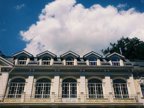 #bulut, #çatı, #gökyüzü, #mimari içeren Ücretsiz stok fotoğraf