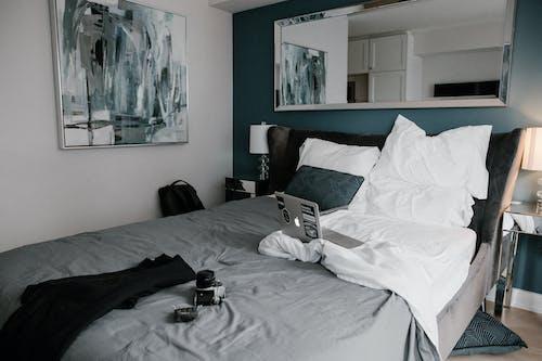 Gratis stockfoto met afstandswerk, analoge camera, appartement, apple laptop