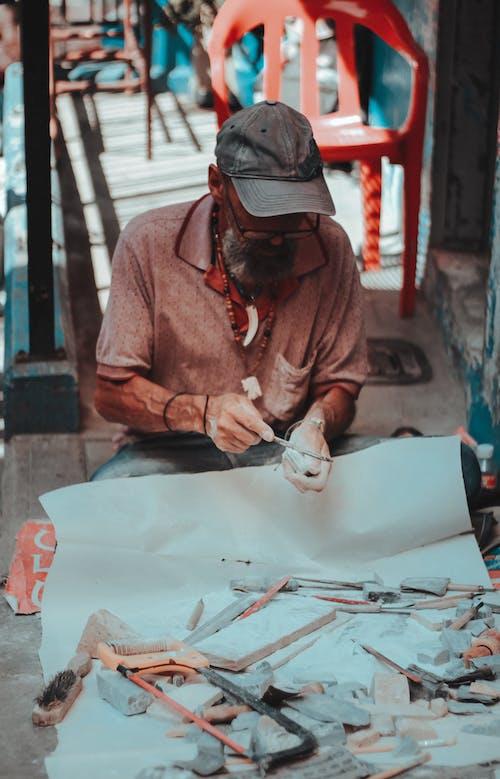 Ingyenes stockfotó idős ember, kézműves, műalkotás, művészeti darab témában