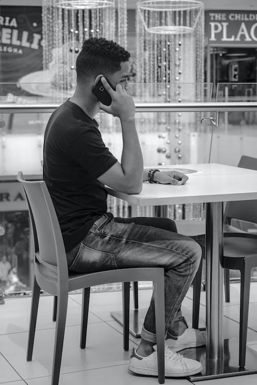 人, 打電話, 樣式, 餐廳 的 免费素材照片