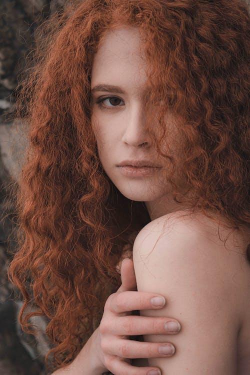 Photos gratuites de cheveu, cheveux bouclés, cheveux longs, cheveux roux