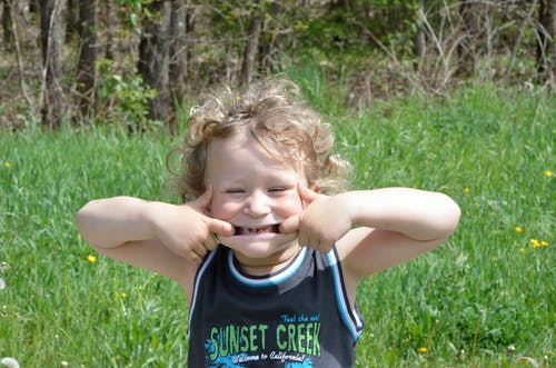 Základová fotografie zdarma na téma dítě, příroda, úsměv, zuby