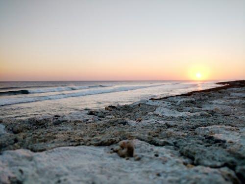 Kostenloses Stock Foto zu entspannung, meer ------- strand, sonnenuntergang