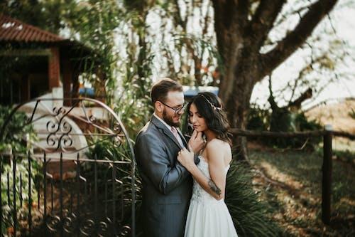 Kostnadsfri bild av äktenskap, bröllopsklänning, brud, Brud och brudgum