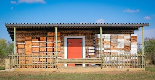 Бесплатное стоковое фото с дверь, коробки, магазин, мед