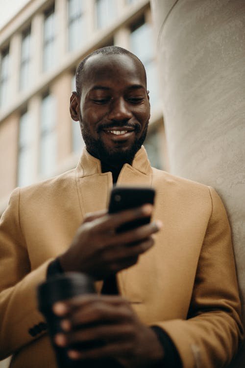 Gratis lagerfoto af afroamerikansk mand, ansigtsbehåring, ansigtsudtryk, bekvemmelighed