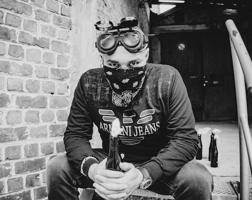 Foto d'estoc gratuïta de blanc i negre, foc, màscara de gas, màscara facial