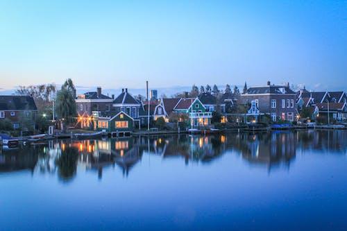 反射, 城市, 平静的水, 建築 的 免费素材照片