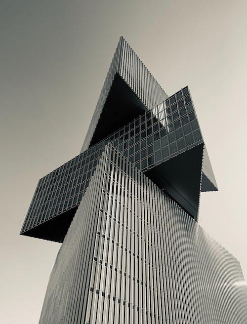 オフィスビル, モダン, ローアングルショット, 幾何学的なの無料の写真素材