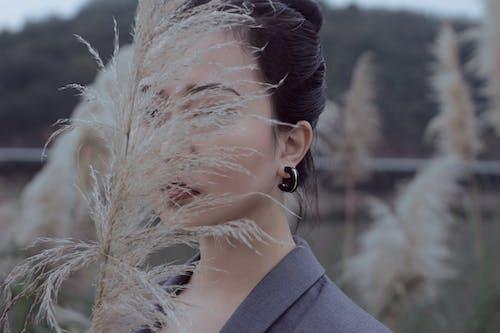 Gratis lagerfoto af Asiatisk pige, mode, ørering, siv