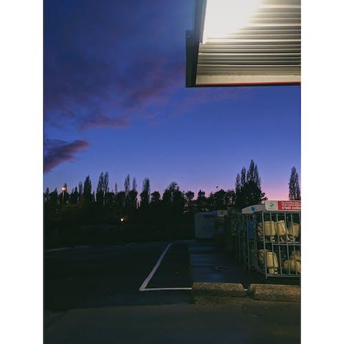 benzin pompası, gün batımı, güzel gökyüzü içeren Ücretsiz stok fotoğraf