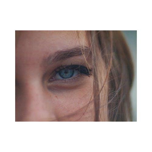 büyük gözler, kız, Mavi gözler içeren Ücretsiz stok fotoğraf