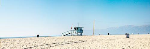 Darmowe zdjęcie z galerii z błękitne niebo, góry, ocean, piasek
