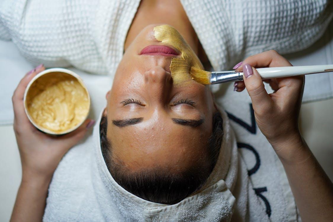 Бесплатное стоковое фото с женщина, золотая маска, лицо