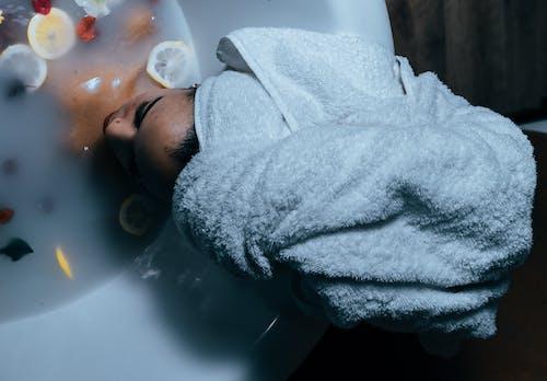 Immagine gratuita di asciugamani da bagno, asciugamano avvolgente, asciugamano per la testa, avvolgere la testa