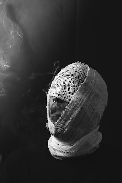 Безкоштовне стокове фото на тему «людина, персона, пов'язка, поранений»
