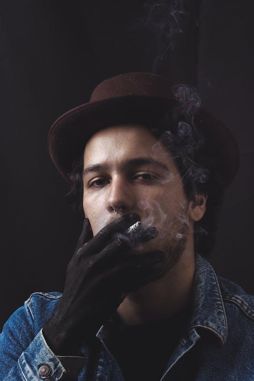 Immagine gratuita di fumando, fumare, indossare, moda