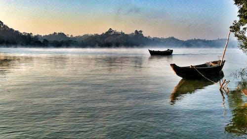 berrak su, köy, mobil fotoğrafçılık, sakin sular içeren Ücretsiz stok fotoğraf