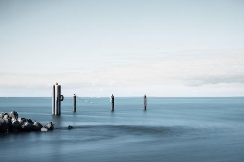 Бесплатное стоковое фото с вода, горизонт, длинная экспозиция, дневной свет