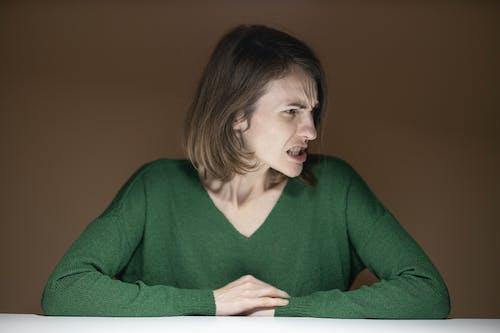 Kostnadsfri bild av ansikte, ansiktsuttryck, arg, falla
