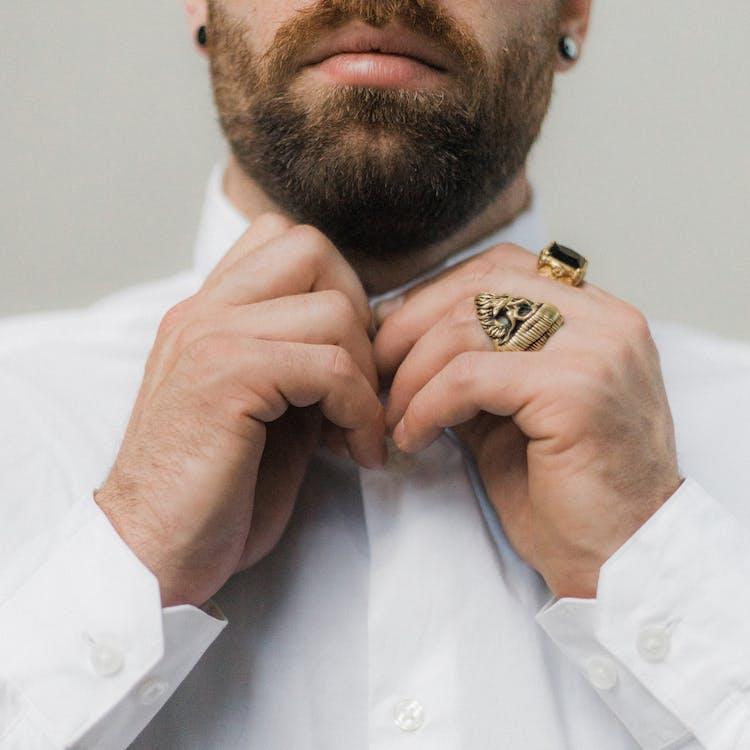 anéis, argolas, expressão facial
