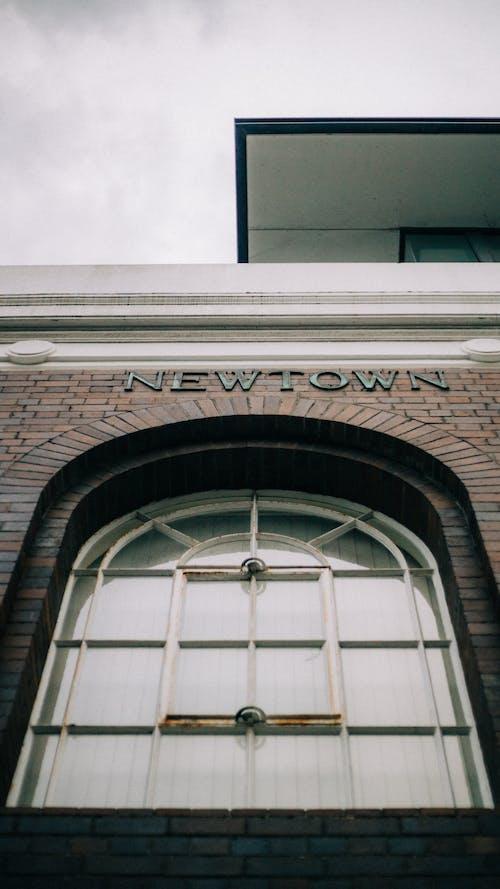 Ingyenes stockfotó ablak, alacsony szögű fényképezés, építészet, épület témában
