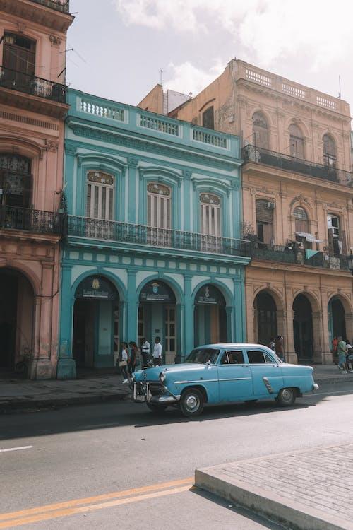 Kostnadsfri bild av arkitektur, byggnad, dagsljus, gammal bil