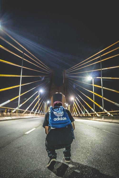 Foto d'estoc gratuïta de acció, Adidas, adult, carretera