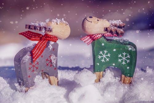 Darmowe zdjęcie z galerii z dekoracja świąteczna, figurki, mróz, pora roku