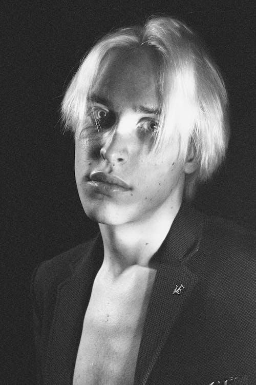 Gratis stockfoto met blond haar, casual, close-up, concentratie