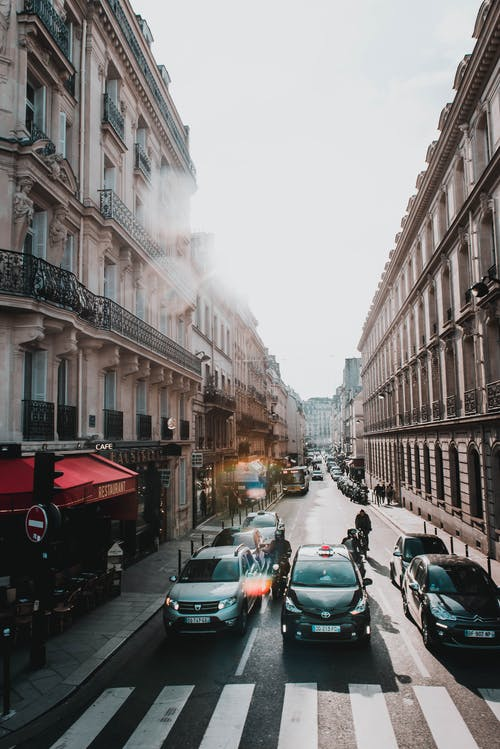 Fotos de stock gratuitas de arquitectura, calle, carretera, carril peatonal