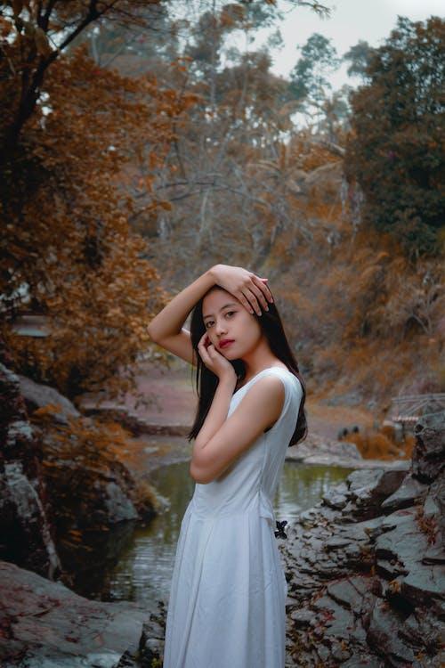 asiatka, asijská holka, bílé šaty