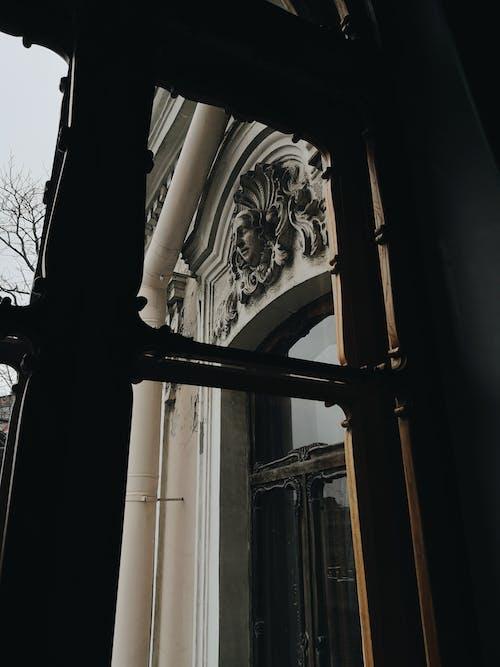 Darmowe zdjęcie z galerii z architektura, ciemny, kolor jesieni, maska